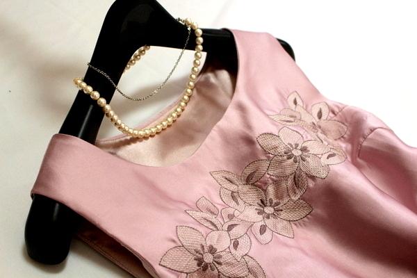 未使用 ◇ 上品 ベルト付き フラワー刺繍 ウエスト ツイスト フォーマル ノースリーブ ワンピース パーティ ドレス M 9号 ピンク ①_画像4