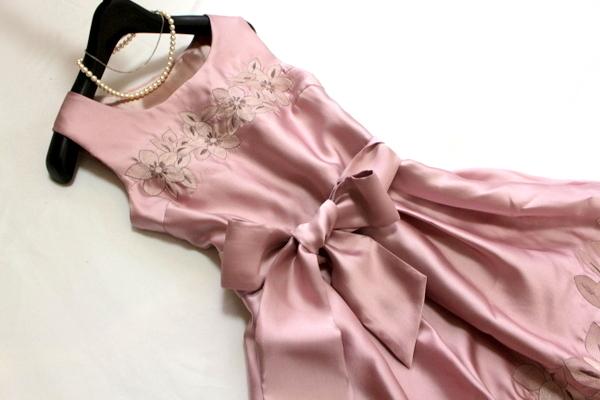 未使用 ◇ 上品 ベルト付き フラワー刺繍 ウエスト ツイスト フォーマル ノースリーブ ワンピース パーティ ドレス M 9号 ピンク ①_画像2