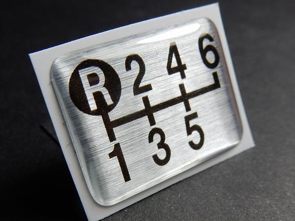 Tuningfan シフトパターン エンブレム 左上R 6速MT車用 6MT フォワード エルフ ファイター デュトロ 日本製 シフトノブ車検対応 ステッカー_画像1