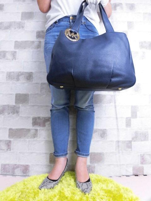極美品(新品同様)■マイケルコース MICHAELKORS■ハンド バッグ A4可 レザー ネイビー 優秀鞄 ag9253_画像3