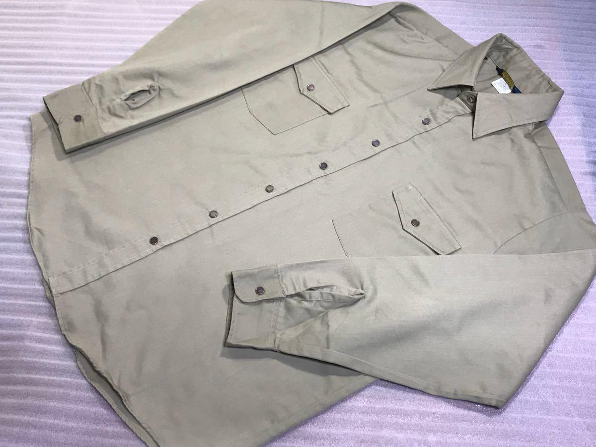 送料250円 超美品 USA製 OSHKOSH オシュコシュ カーキベージュ 長袖ワークシャツ 16 1/2 日本メンズ2L~3L位/大きいサイズ 1000円スタート_使用感とても少なくとてもきれいです