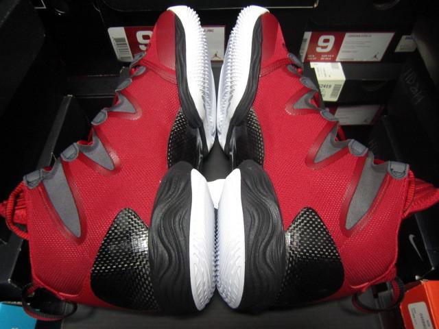 Nike Air Jordan28 SE(ジョーダン) 赤黒白 us9(27cm)新品_画像4