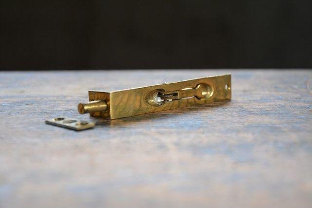 NO.7511 古い真鍮鋳物のフランス落し 90mm 検索用語→A50gアンティークビンテージ古道具真鍮金物ドア金物観音扉建具ドア_画像3
