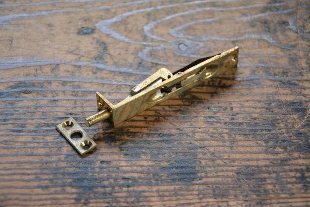 NO.7511 古い真鍮鋳物のフランス落し 90mm 検索用語→A50gアンティークビンテージ古道具真鍮金物ドア金物観音扉建具ドア_画像4
