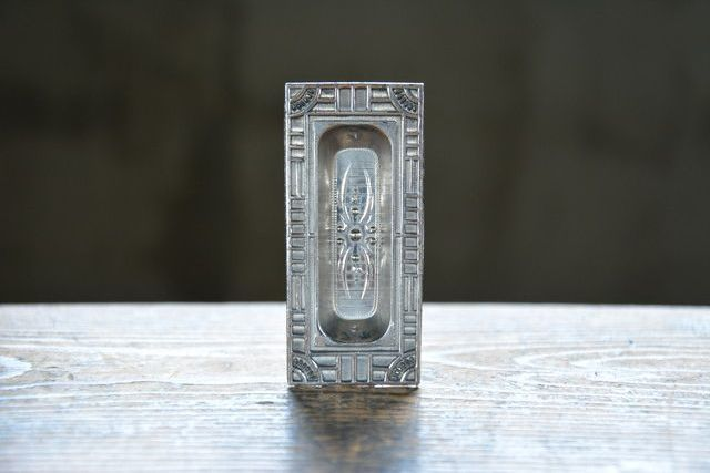 NO.3202 古い錫の装飾戸引手 82mm 検索用語→A50gアンティークビンテージ古道具金物取っ手取手引き戸格子戸扉ドア_画像2