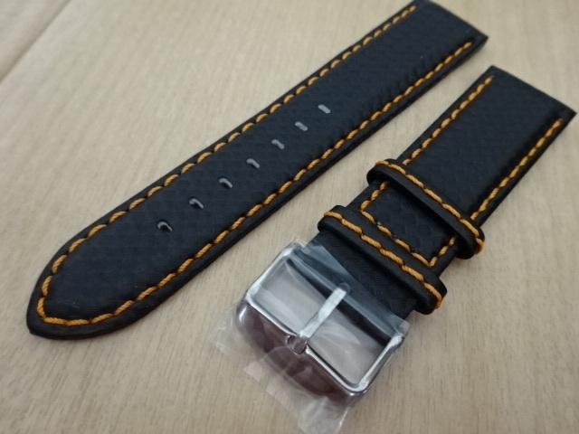 腕時計用ベルト カーボン柄ラバー 裏面レザー 22mm 黒/オレンジステッチ シルバーバックル バンド_画像3