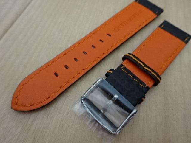腕時計用ベルト カーボン柄ラバー 裏面レザー 22mm 黒/オレンジステッチ シルバーバックル バンド_画像4