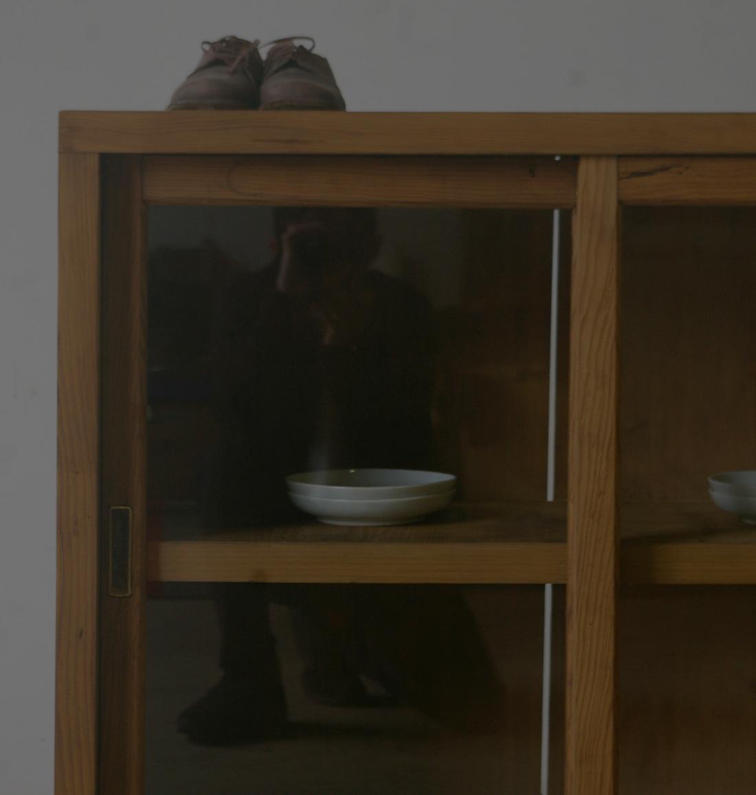 【味のある古手の引き出し2杯ガラス戸棚】アンティーク店舗什器カウンター食器棚キッチンキャビネット本棚書庫水屋箪笥飾り棚収納棚台机_画像2