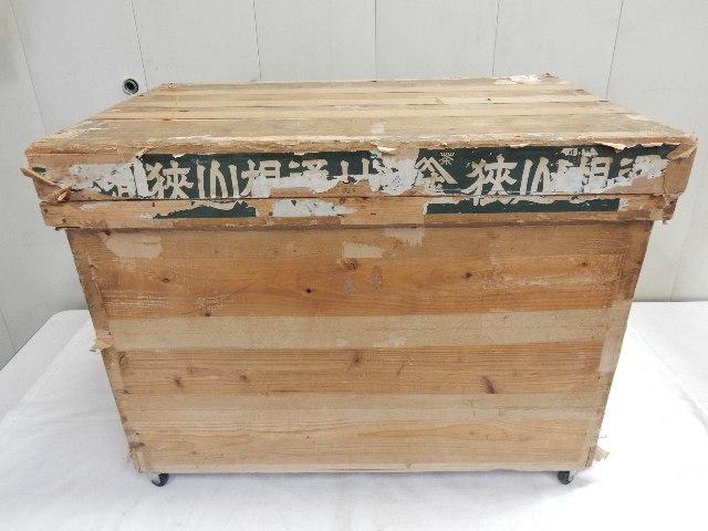 昔の木製茶箱 ブリキ張り キャスター付き 当時物 衣装 おもちゃ 道具入れ等にA_画像3
