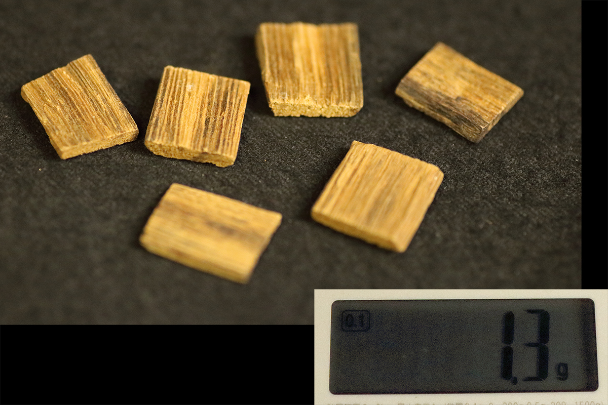 【黒檀堂】新伽羅香木 6枚 総重約1.3g 旧家初出 香道具 聞香 香炉 沈香_画像1