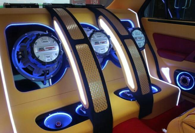 完全売り切り 愛知 込み込み ワンオフ Y33シーマ フルカスタム 社外ブレーキ オーディオ イベントcar 車検31年10月まで車検有り。_画像4