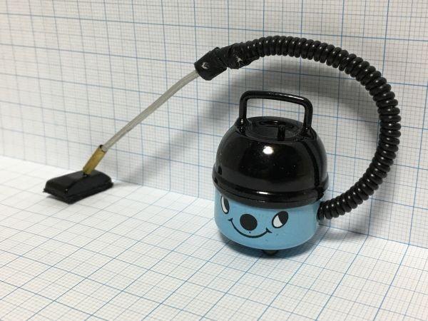 z070◆可愛らしい掃除機◆ ドールハウス 用 ミニチュア 掃除機 bl クリーナー Doll House Blythe バービー ブライス リカちゃん シルバニア_画像3