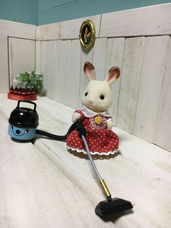 z070◆可愛らしい掃除機◆ ドールハウス 用 ミニチュア 掃除機 bl クリーナー Doll House Blythe バービー ブライス リカちゃん シルバニア_画像1
