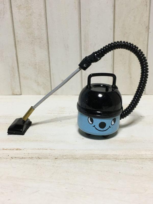 z070◆可愛らしい掃除機◆ ドールハウス 用 ミニチュア 掃除機 bl クリーナー Doll House Blythe バービー ブライス リカちゃん シルバニア_画像2