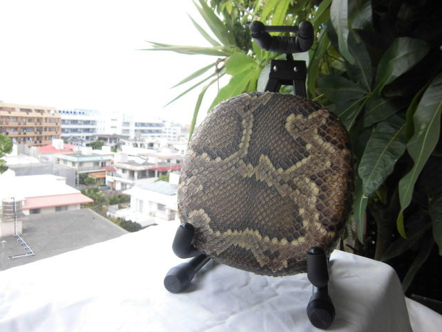 (送料無料)11.980円 沖縄三線専用蛇皮強化(二重張)型チーガ(胴)、金属台セット_画像2