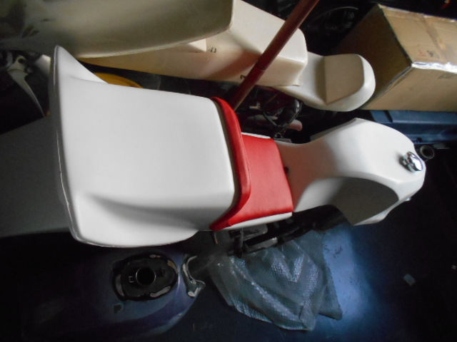KH250 KH400 FRP シングルシート カフェレーサー_画像3