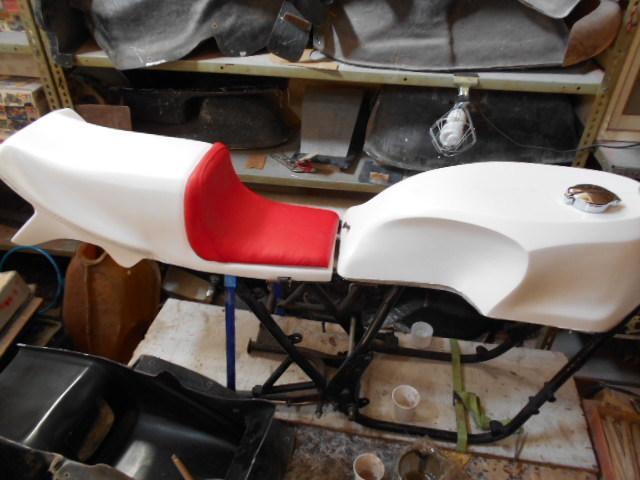 Z400FX FRP シングルシート カフェレーサー 新品_画像1