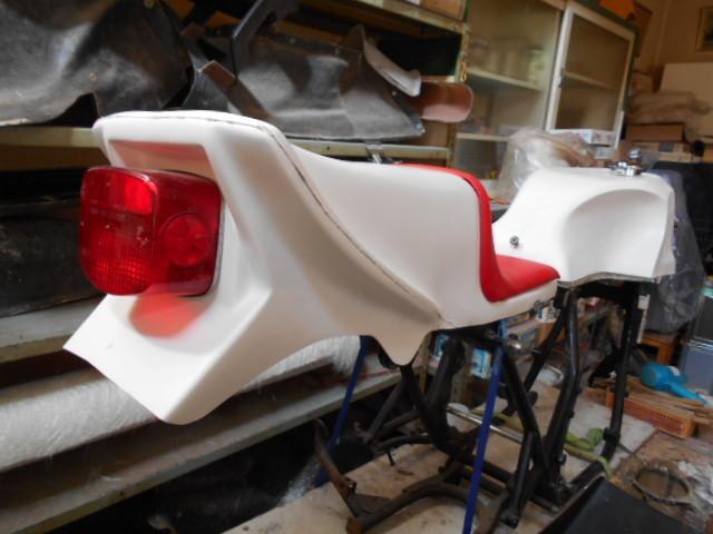 Z400FX FRP シングルシート カフェレーサー 新品_画像3