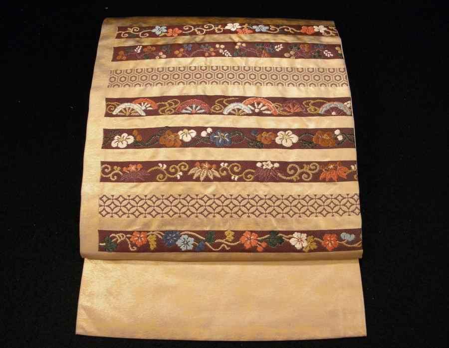 【帯喜楽】タ2-16●九寸名古屋帯●刺繍の段縞唐華文_美しい刺繍と箔の九寸名古屋帯です