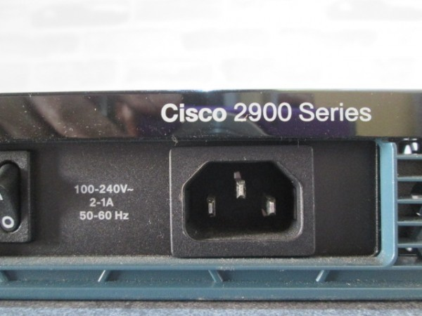 【現状品】通電OK CISCO/シスコ 2900シリーズ サービス統合型ルーター モデル 2901/V06 サーバー ルーター モデム 管1_画像4