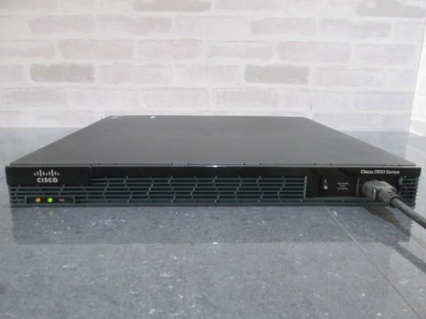 【現状品】通電OK CISCO/シスコ 2900シリーズ サービス統合型ルーター モデル 2901/V06 サーバー ルーター モデム 管1_画像1