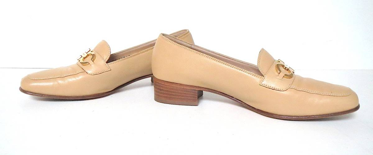 S82 イタリア製♪ Salvatore Ferragamo サルバトーレフェラガモ♪ ベージュのパンプス♪♪ 7C 23.5~24CM 靴 レディース BI_画像2