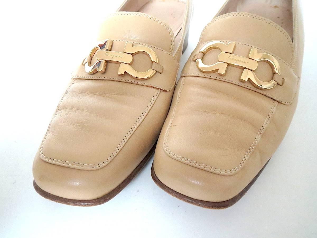 S82 イタリア製♪ Salvatore Ferragamo サルバトーレフェラガモ♪ ベージュのパンプス♪♪ 7C 23.5~24CM 靴 レディース BI_画像6