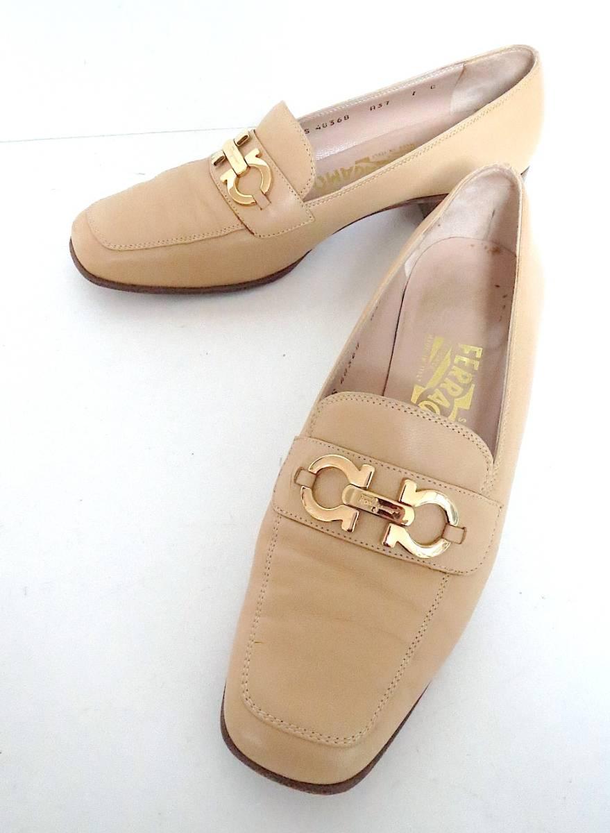 S82 イタリア製♪ Salvatore Ferragamo サルバトーレフェラガモ♪ ベージュのパンプス♪♪ 7C 23.5~24CM 靴 レディース BI_画像1