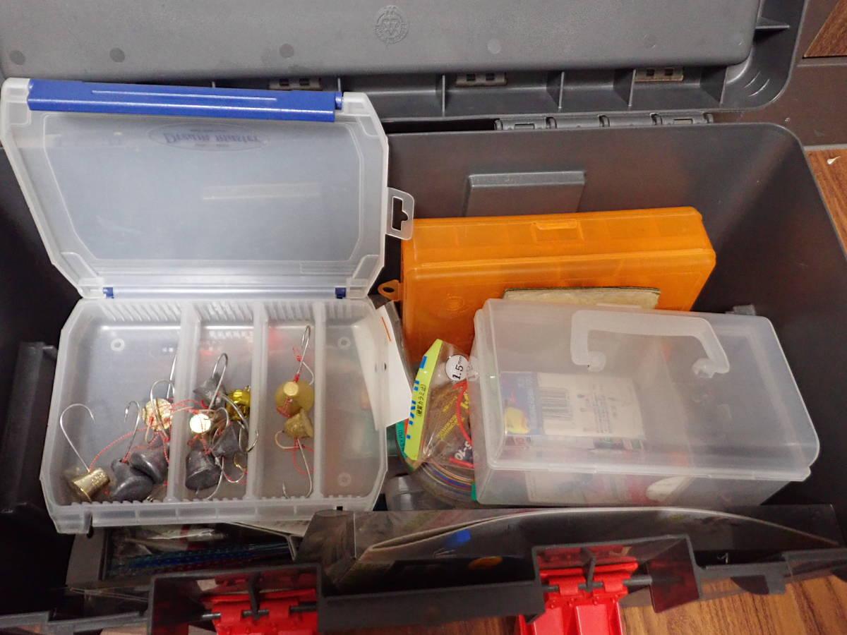 大型タックルボックス 2個(中古)、釣具多量_画像4