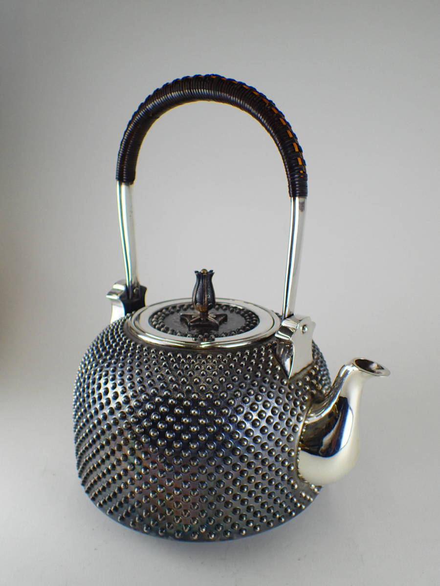 最終値下げ 極上アンティーク 純銀製 花蕾摘霰湯沸 秀峯作 銀瓶 茶道具 SV1000 795.5gやかん 桐箱付き