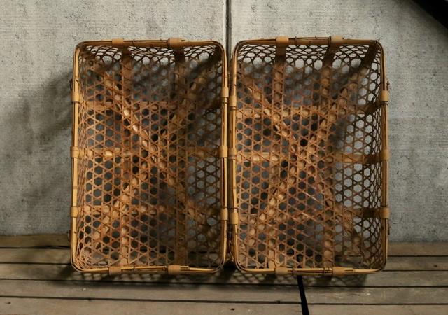 〇大塚古家具 軽くて丈夫な大きな六つ目籠 2つセット 竹籠 網籠 バスケット かご 収納にいかがでしょうか。 古道具 アンティーク