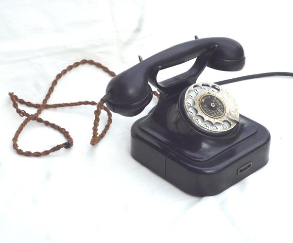 ● 通信道具 黒電話 < 電話機 > ダイヤル式電話  ジャンク ●_画像10