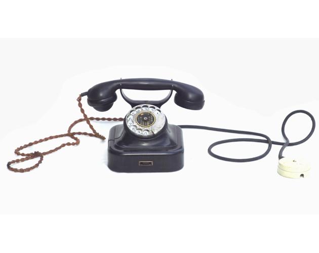 ● 通信道具 黒電話 < 電話機 > ダイヤル式電話  ジャンク ●