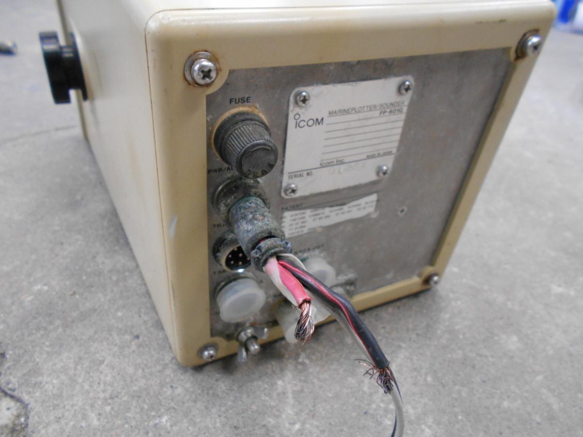 18-266 iCOM (アイコム㈱) GPSプロッター&魚群探知機 FP-601G 6インチ 液晶カラーモニター 中古品_画像5