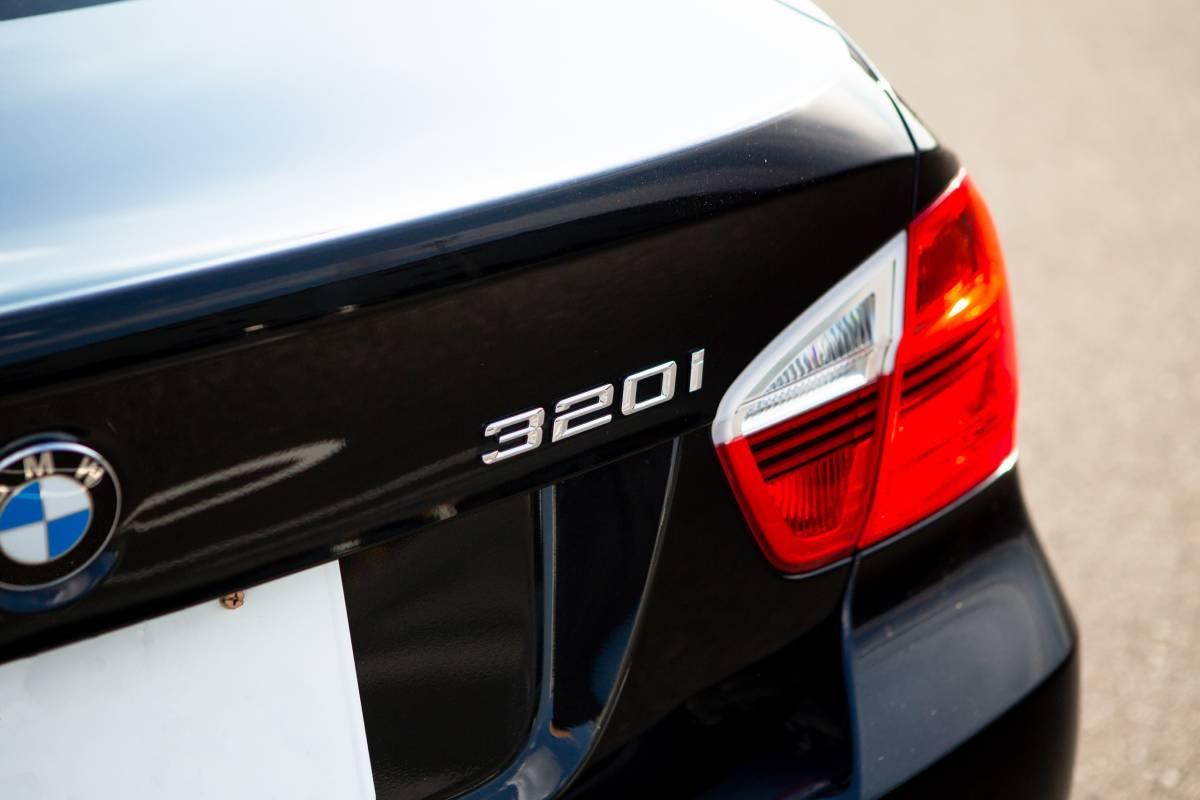 【超低走行・屋根保管・禁煙】艶々ボディ・コンディション良好!BMW 320i H19年式/D認定中古車/右H/ボディコーティング/HID/ナビ_画像6