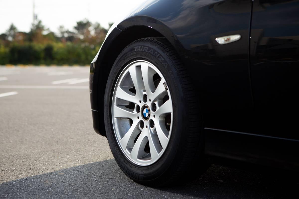 【超低走行・屋根保管・禁煙】艶々ボディ・コンディション良好!BMW 320i H19年式/D認定中古車/右H/ボディコーティング/HID/ナビ_画像8