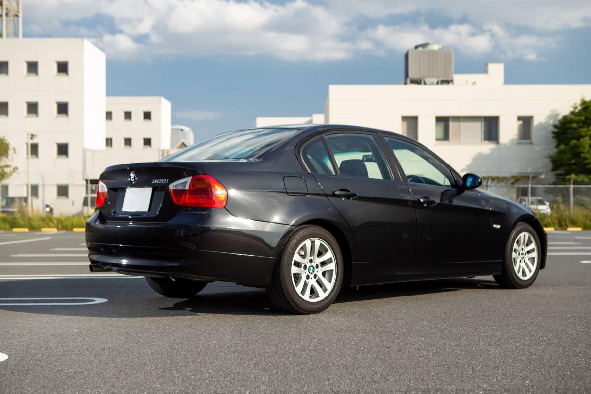 【超低走行・屋根保管・禁煙】艶々ボディ・コンディション良好!BMW 320i H19年式/D認定中古車/右H/ボディコーティング/HID/ナビ_画像2
