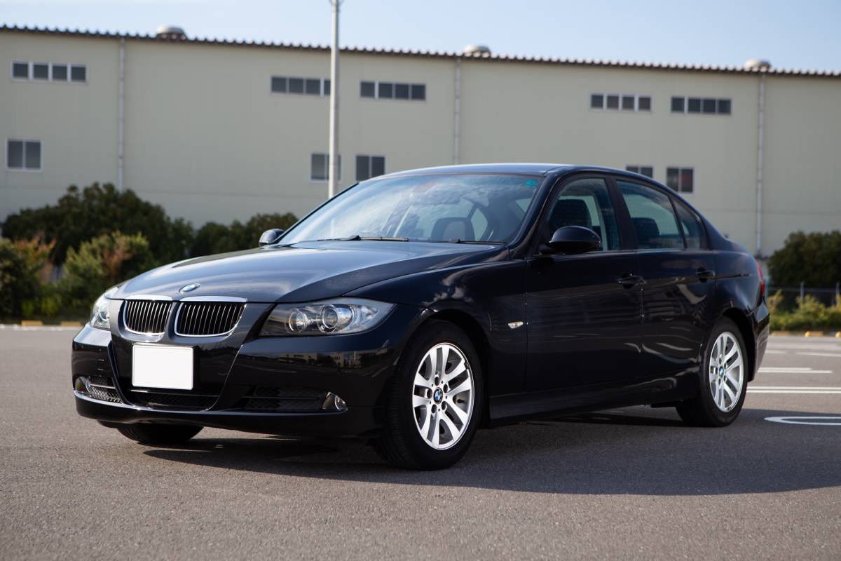 【超低走行・屋根保管・禁煙】艶々ボディ・コンディション良好!BMW 320i H19年式/D認定中古車/右H/ボディコーティング/HID/ナビ