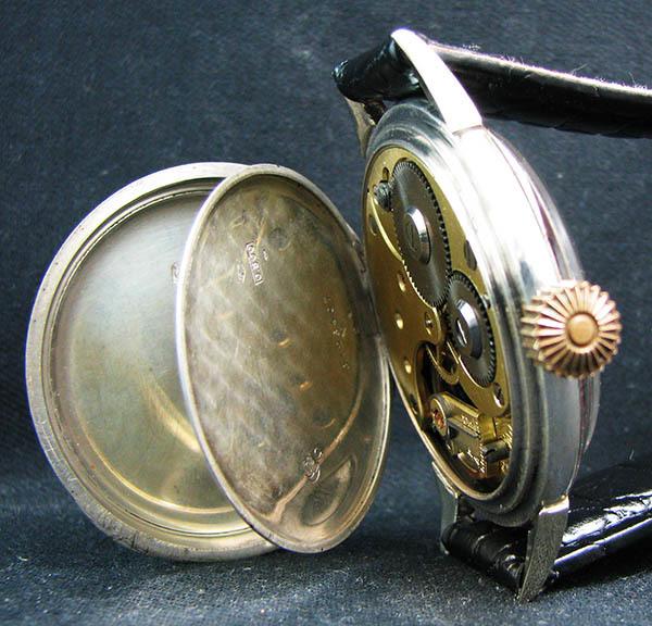 下取&値引き交渉あり オメガ懐中時計のムーブメント使用 カスタム腕時計 オリジナル銀無垢ケース 金ギョーシェ文字盤Ⅱ_画像7