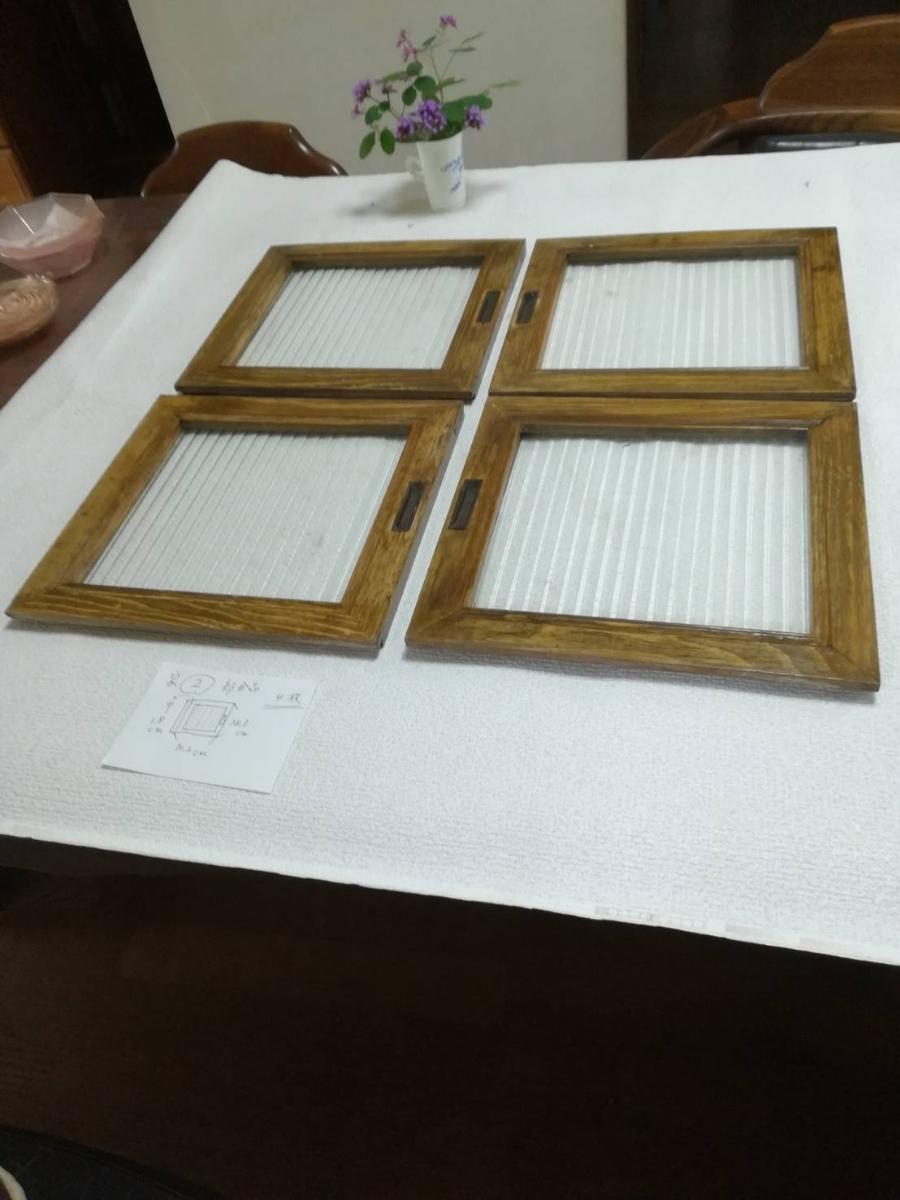 アンティーク 棚 引戸 縦縞ガラス 4枚_画像2