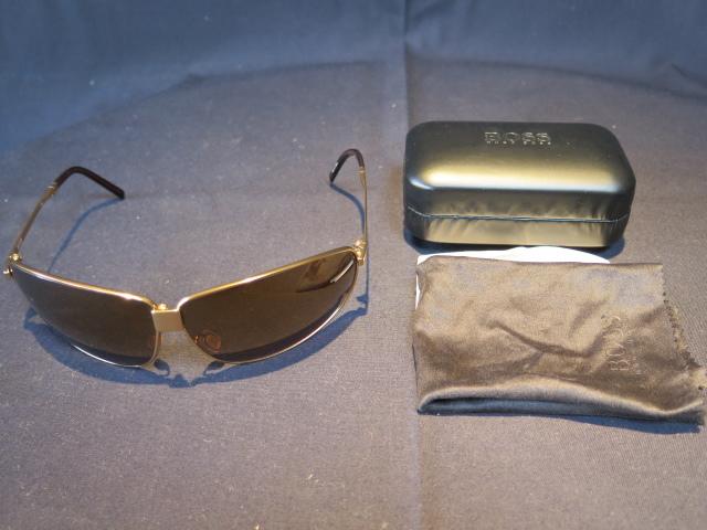 61dbce1e411 ...  . HUGO BOSS folding sunglasses gold frame Brown lens case attaching
