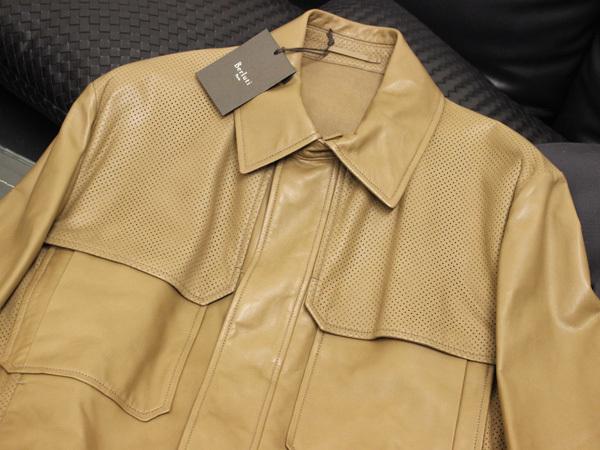新品 ベルルッティ 完売 定価1,090,080円 最高級ラムレザーメンズコレクションブルゾン 紳士服 ジャケット コート 収納バッグ付 本物 正規_画像3