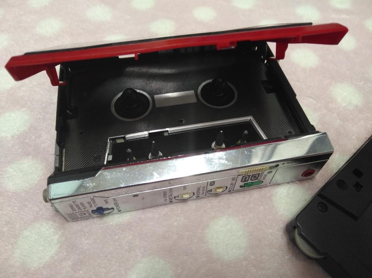 AIWA カセットプレーヤー ジャンク レッド HS-U7V 送料185円~_画像3
