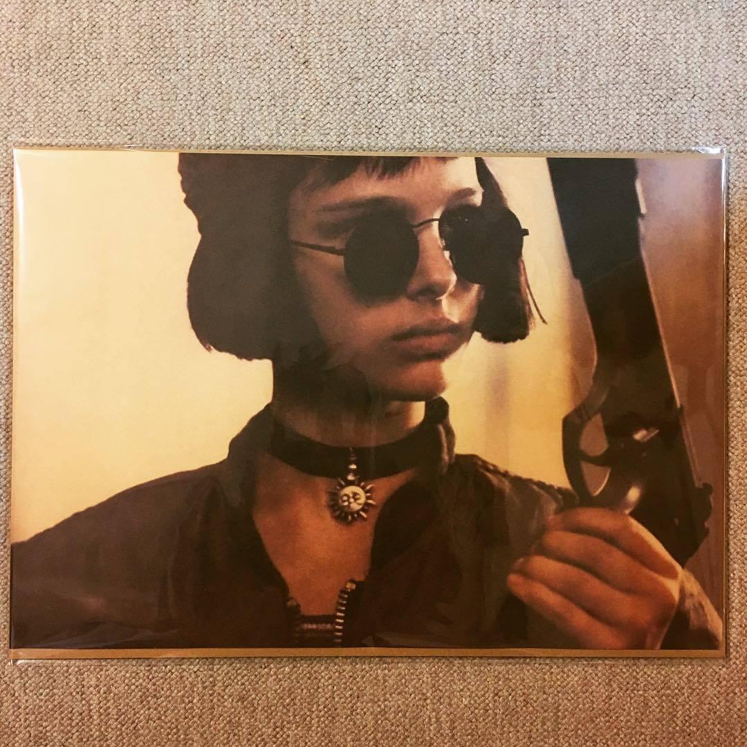 ポスター「レオン ナタリー・ポートマン サングラス 銃 横」_画像1