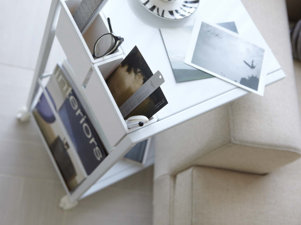 キャスター付き サイドテーブル(ホワイト)ソファテーブル ワゴン リモコン収納 マガジンラックテーブル ベッドサイド カフェ スチール 白_画像2