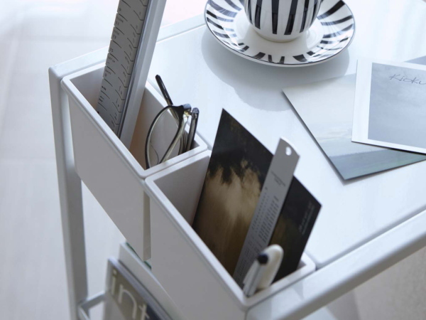 キャスター付き サイドテーブル(ホワイト)ソファテーブル ワゴン リモコン収納 マガジンラックテーブル ベッドサイド カフェ スチール 白_画像3