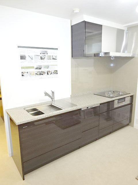 高級タイプ人工大理石 タカラスタンダード システムキッチン モデルルーム展示品 ガスコンロ 食洗機 換気扇 フルセット♪ 超美品
