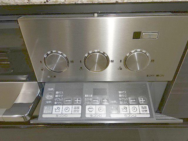 高級タイプ人工大理石 タカラスタンダード システムキッチン モデルルーム展示品 ガスコンロ 食洗機 換気扇 フルセット♪ 超美品_画像5
