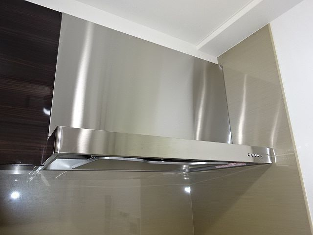 高級タイプ人工大理石 タカラスタンダード システムキッチン モデルルーム展示品 ガスコンロ 食洗機 換気扇 フルセット♪ 超美品_画像7