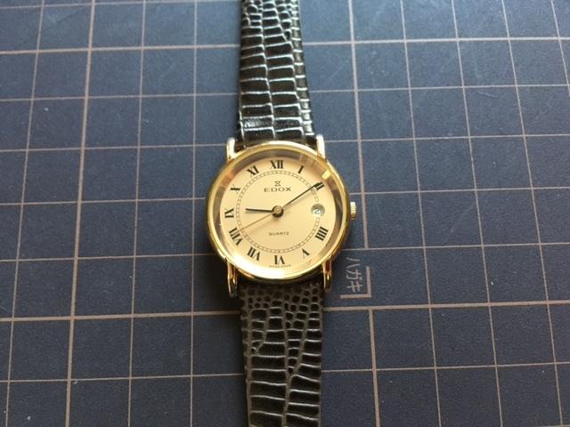 Хорошее состояние Редкий Редкий Винтаж EDOX Edox SWISS MADE Date Gold Швейцарский подлинный ремень Кварцевые женские часы Бренд Watch & A Line & Edox